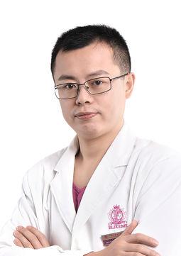 上海伊莱美钱玉鑫、邱文苑哪个做肋骨鼻综合隆鼻更好?