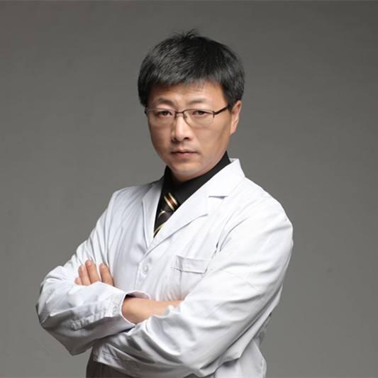 北京隆鼻专家李劲良和李长赋哪个做鼻综合效果好看?